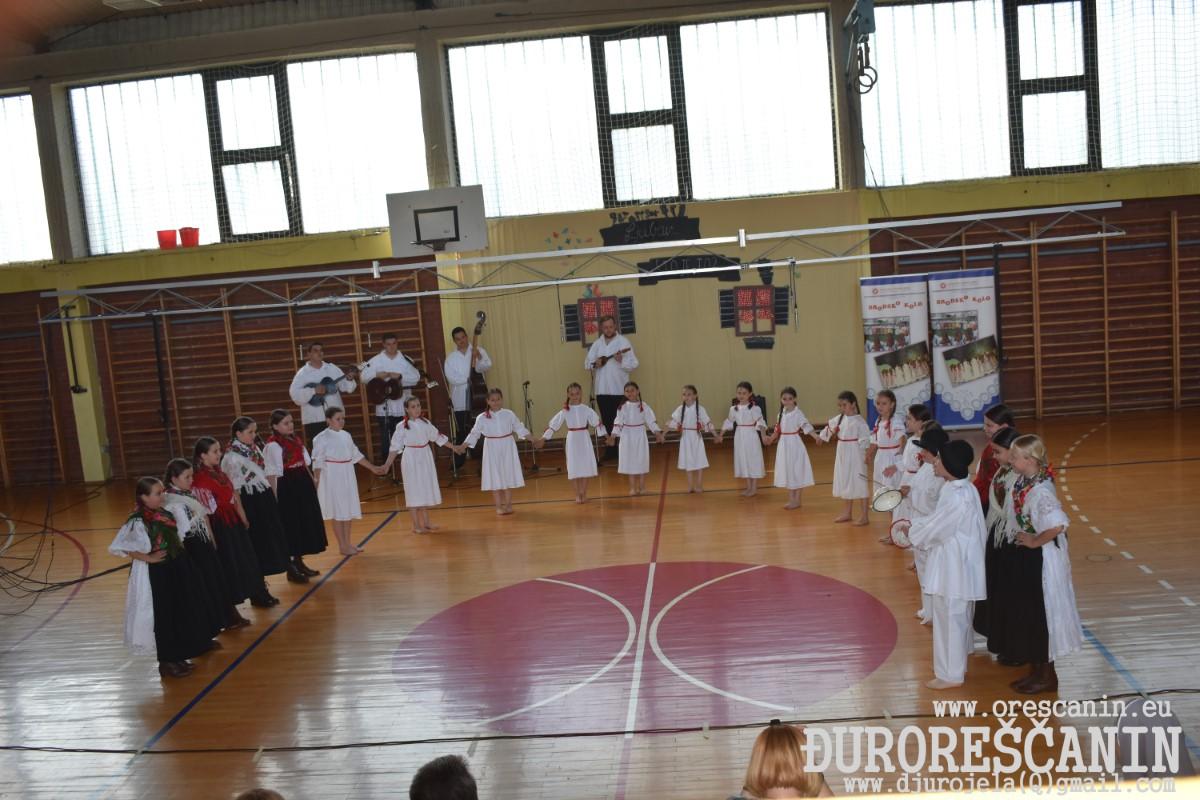 Sl.Brod - IGRA KOLO MALENO-31 smotra dječjih folklornih skupina-2019